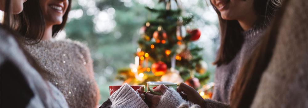 """Jul med bästa vännerna kan vara väl så meningsfullt som det traditionella """"ekorrhjulet""""."""