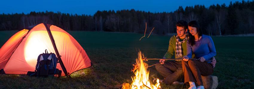 5. Campa! En fin kväll, ett tält, en brasa och massa filtar = romantik på hög nivå!