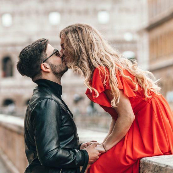 TREND: Därför vill kvinnor dejta yngre män